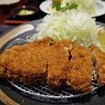 TONKATSU GINZA BAIRIN - 特選黒豚ロースカツ定食 ¥36.00
