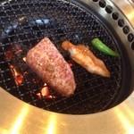 焼肉レストラン三千浦 - 上カルビと豚トロ