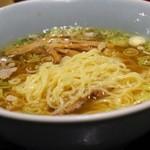 夢館 - ラーメンの麺アップ、中細麺ストレート
