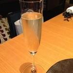 36899664 - コースについたスパークリングワイン(モンマルトル)で乾杯