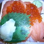 369703 - 鮭の親子丼