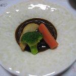 旬味酒菜 中鉢  - 牛タンのハンバーグ