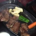 36901716 - 嫁たちは、今回、ステーキ定食。