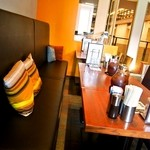 世界一暇なラーメン屋 - テーブル席