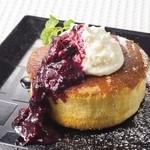 点 - ホットケーキ フロマージュブラン&ベリーソースのせ