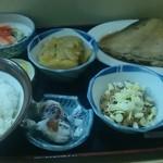ふる里 - 煮魚定食750円+納豆150円(計900円)