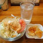 サンキチ - ランチのサラダと 無料サービスの大根キムチ