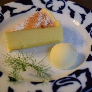Cafe Celeste - 料理写真:ベイクドチーズケーキ