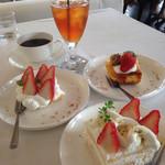 柊山ガーデン - デザート  ケーキ3種類