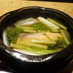 36915957 - ☆熱々の小鍋は桜鱒と山菜(#^.^#)☆