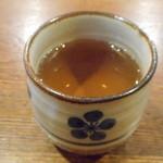 沖縄そば ゆんたく - 温かいお茶