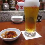 四川料理 星都 - 2015.4 ビールとお通し(カリカリレンコン&唐辛子とナッツ)