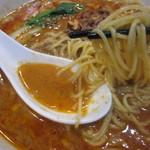 四川料理 星都 - 細麺です。しかも、汁にゴマのまったり感がなく、私の好み♪