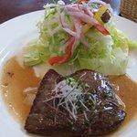 ボン・ファン - サラダと肉料理