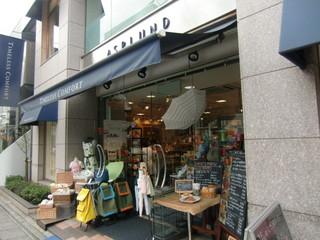 ティーシーカフェ 自由ヶ丘店 - ショップ入り口