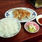琉菊 - ラーメン・餃子・半ライスセット(700円)