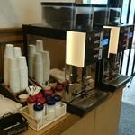 石釜パン工房 Bon Pana - イートインスペースの無料コーヒー