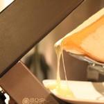 琴似バル - 溶ける新得町共働学舎のラクレットチーズ