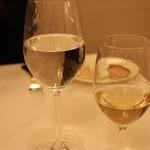 シェ・コーベ - 水&白ワイン