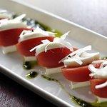 カヴォーロ - トマトと豆腐のカプレーゼ