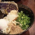 3693129 - 讃岐うどん、なすの天ぷら、半熟たまご