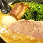 誠屋 - 料理写真:太麺650円 3点盛り(味玉、角煮、ネギ)300円 計950円