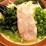 誠屋 - 細麺650円 野菜3点盛り(ほうれん草、ネギ、もやし)200円 計850円