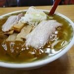 森田屋支店 - ナミナミと張られたラーメンスープにon the カレー
