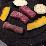 36935239 - 溶岩石で焼く、本日の黒毛和牛溶岩石1480円。黒毛和牛はヤバいッス(^ ^)                       本日はバラ肉のカイノミ。                       めちゃくちゃ美味しい♪
