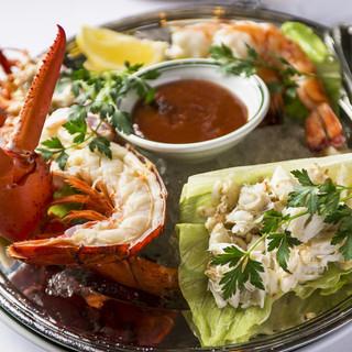 鮮度にこだわって厳選された魚介類や野菜を味わえます
