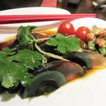 青冥 堂島本店 - ピータン。黄身はねっとり、硬いゼリーのような白身は美味しいです。