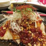 青冥 堂島本店 - 口水鶏(コースイチー)。                             日本で俗によだれ鶏と言われるものです。味が濃くて、お酒が進む一品です。