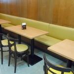 モスバーガー - 壁側の席