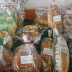 JA善通寺産直ふれあい市 - 料理写真:ぜいたく堂のパン①