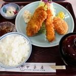 甲子屋 - ランチタイムミックスフライ定食(串カツ、コロッケ、海老フライ)800円