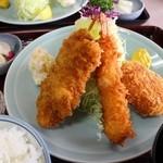 甲子屋 - ミックスフライのアップ