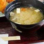 甲子屋 - ロースカツに付いている豚汁