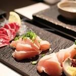 博多水炊きと炭火焼き鳥 美神鶏 - ●朝びき鶏刺し三種盛り980円       フレッシュなお刺身の鶏でした。