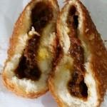Tajimabifuhamada - カレーパン(割ってみた)