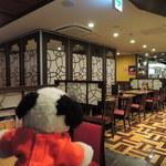 36959258 - 百楽はお得なサービスランチが有名で、                       ボキらも何度か食べに来たことがあります。                       でも、百楽シノワーズになってからは初めての訪問なんだ。                       お店もきれいになったね~