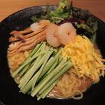 36959259 - まず、ボキらが注文したのは、百楽冷麺1000円。                       思ったより大きなどんぶりで出てきてびっくり!                       麺もたっぷり入ってるよ。