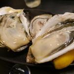 36960146 - 右から岩手、佐賀、大分の牡蠣。