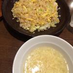 ロンフーパティオ - ホタテとレタスのチャーハン。スープ付き