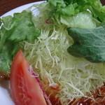 洋食の朝日 - ポテサラもキャベツもタップリです。