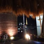 六本木農園 - 裏の農園から見る東京タワー