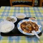 中国飯店 百嘉園 - 麻婆豆腐定食。 本場より日本人向けのほんのり甘め。 立川パスポートを使用して半額の350円。