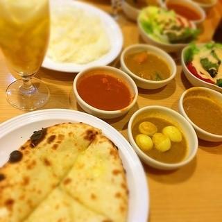 印度 下北沢店 - チーズナンとカレー4種食べ放題1180円