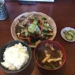 築和 - 料理写真:レバニラ炒め定食。タレが絶妙な味わい。ごはんがすすむ〜(゚∀゚)