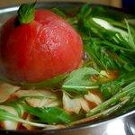 九州のお取り寄せキッチン ちかっぱ - クラシックを聴かせて育てた完熟トマトの もつ鍋