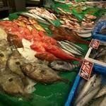 近江町食堂 - 近江町には新鮮な魚がいっぱいです